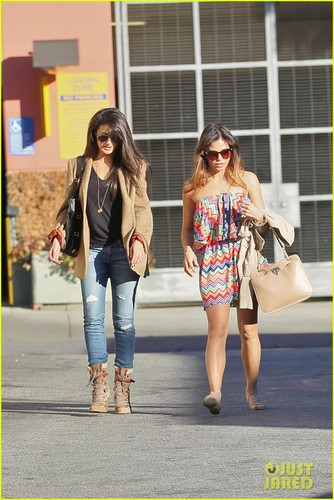 Jenna Dewan: Lunch with Emmanuelle Chriqui!