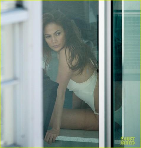 Jennifer Lopez & Casper Smart Get Close in Miami!