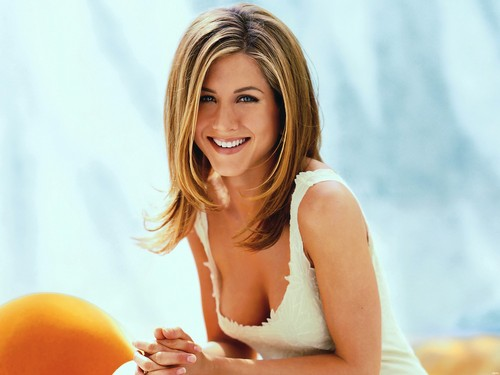 Jennifer Aniston wallpaper possibly containing a portrait and skin titled Jennifer