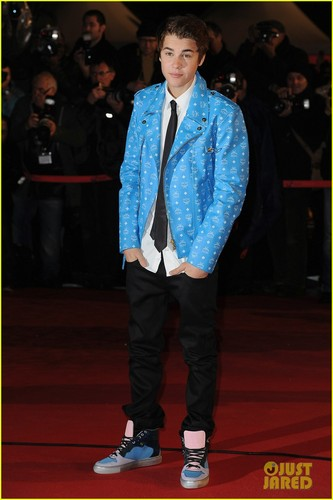 Justin Bieber: Darker 'Do at NRJ Awards!