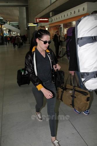 Kristen Stewart arrives at the Airport in Paris, Jan 29