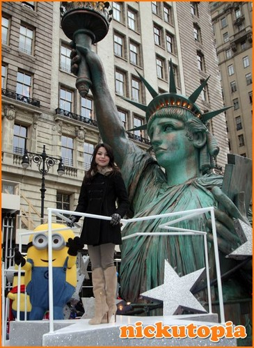 MC at the Macys Thanksgiving Day Parade - miranda-cosgrove Photo