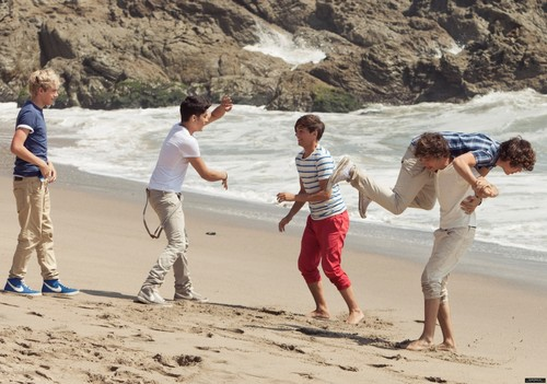New foto from the 'Up All Night' photoshoot! ♥