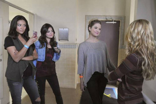 Pretty Little Liars - Episode 2.19 - The Naked Truth - Promotional bức ảnh