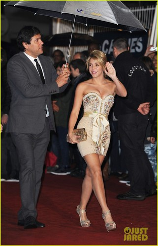 Shakira: NRJ Awards & Ministry of Culture Ceremony!