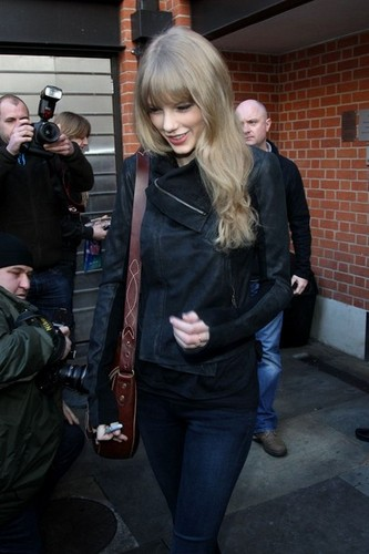 Taylor Swift Leaves The Connaught Hotel