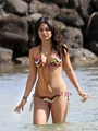 Vanessa Hudgens Has A Bikini top, boven Malfunction In Hawaii
