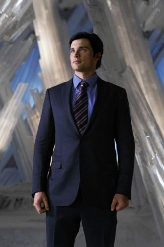 Tom Welling Hintergrund with a business suit, a suit, and a two piece titled tom welling