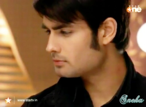 Vivian Dsena karatasi la kupamba ukuta probably with a portrait titled Abhay-4