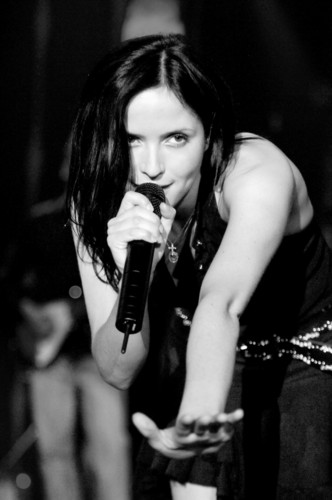 The corrs bilder andrea corr hd hintergrund and background fotos the corrs hintergrund probably containing a konzert titled andrea corr altavistaventures Choice Image