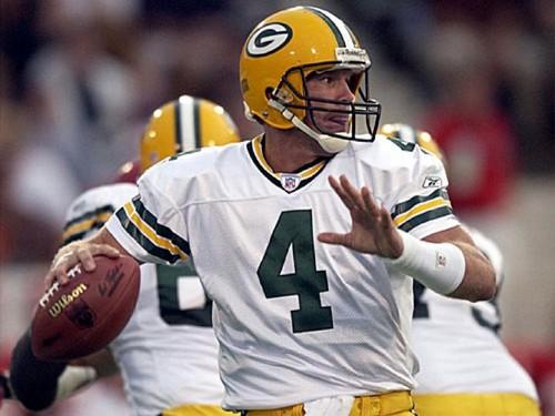 Brett Favre wallpaper probably containing a football helmet, a tailback, and a quarterback titled Brett Favre