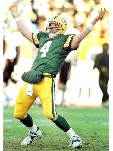 Brett Favre wallpaper containing a lineman, a tailback, and a punter called Brett Favre