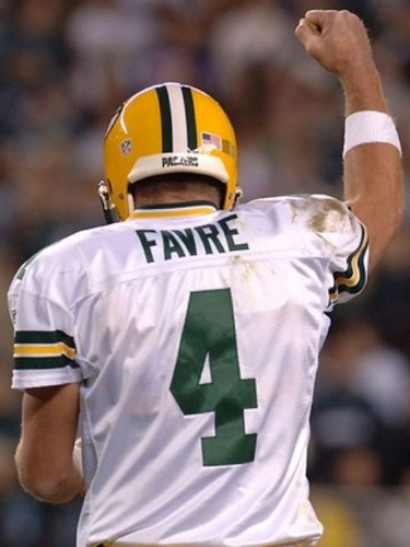 Brett Favre 壁纸 with a football 头盔 and a 后卫, tailback, 龙尾 entitled Brett Favre