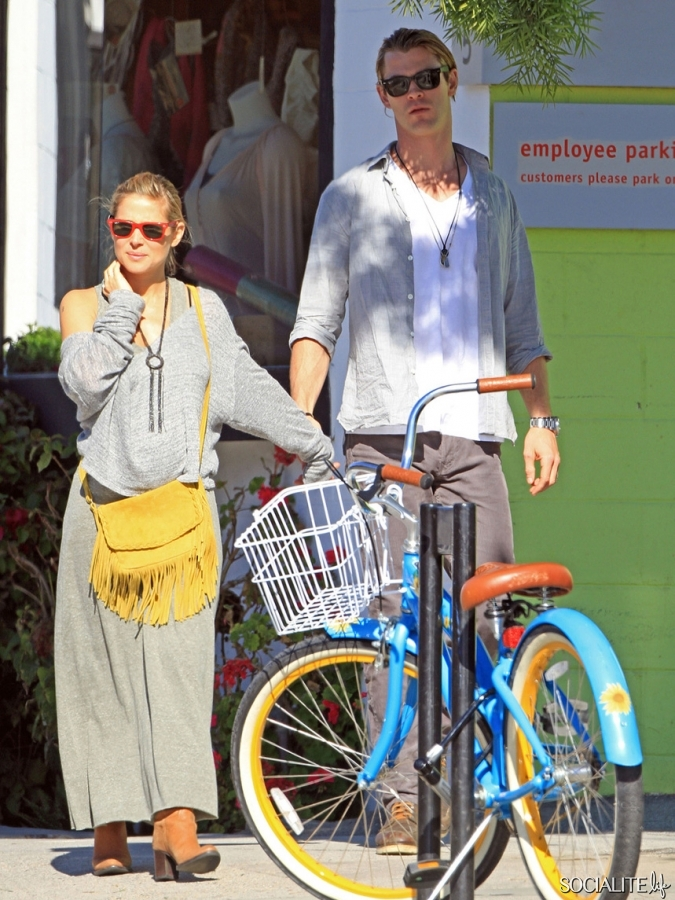 Chris Hemsworth And Wife Elsa Pataky Holding Hands In LA