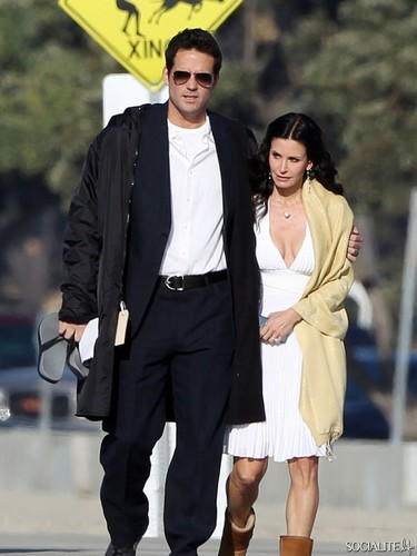 Courteney Cox Shoots 'Cougar Town' At The tabing-dagat