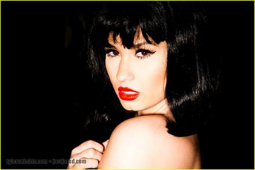 Demi Lovato: Tyler Shields фото Shoot!
