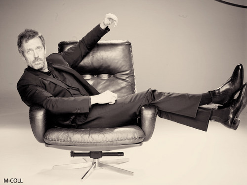 휴 로리 바탕화면 probably containing a recliner and a 침상, 소파 entitled Hugh Laurie-L'Oréal Paris Men Expert-2011(Outtakes)