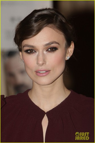 キーラ・ナイトレイ 壁紙 containing a portrait titled Keira Knightley: 'Dangerous Method' Gala Premiere!