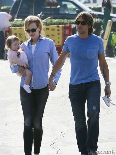 Keith and Nicole have brunch with daughter Faith Margaret