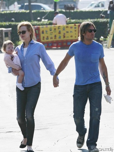 Keith and Nicole have desayuno tardío, brunch with daughter Faith Margaret