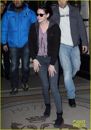 Kristen Stewart: bữa tối, bữa ăn tối in Paris!