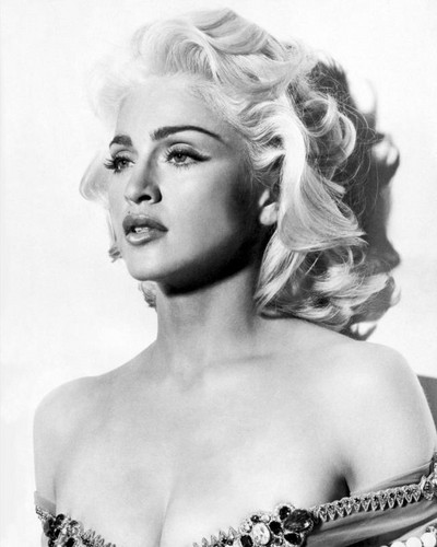 Madonna-blond-ambition-era-28756942-400-500.jpg