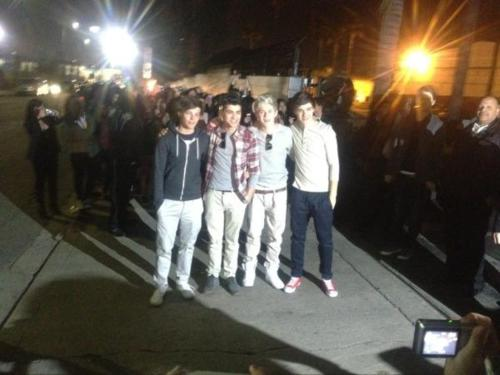 One Direction in LA/with অনুরাগী ! :(