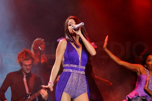Selena - Performance - Santiago, Chile - January 30, 2012