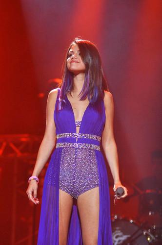 Selena - Performance -  Santiago, Chile - January 30, 2012