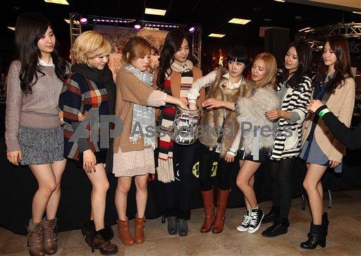 Seohyun in Fansign in New York Best Buy