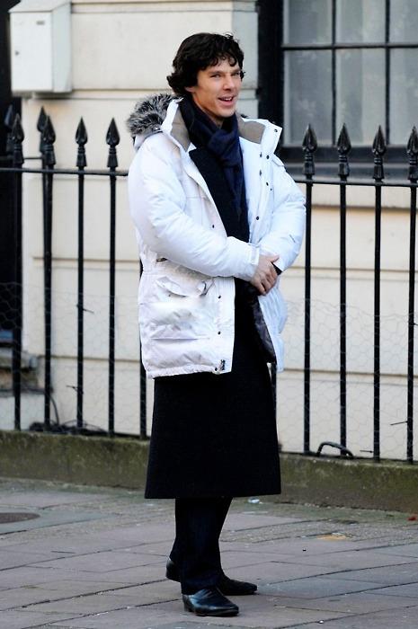 Benedict Cumberbatch KÉPEK, FOTÓK - Page 7 Sherlock-with-arctic-jacket-sherlock-on-bbc-one-28709708-465-700