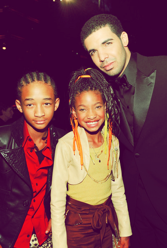 Willow Smith Hintergrund with a well dressed person and a business suit entitled Willow <3
