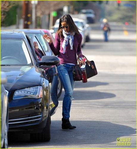 Zoe Saldana: Errands in L.A.
