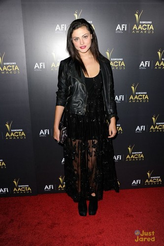 phoebe on the carpet at aacta awards 2012