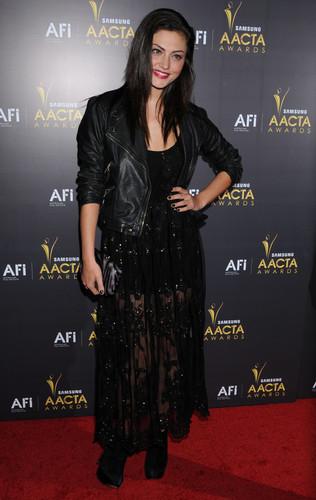 phoebe tonkin at the aacta awards