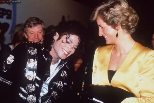 beroemdheden who died young achtergrond containing a business suit and a suit titled princess diana and michael jackson