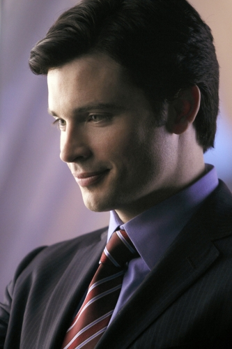 Tom Welling Hintergrund with a business suit, a suit, and a two piece titled Smallville