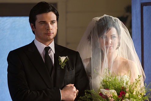 Tom Welling Hintergrund probably containing a business suit and a bridesmaid titled tom welling