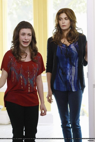 "8x12 ""What's the Good of Being Good"" - desperate-housewives Photo"