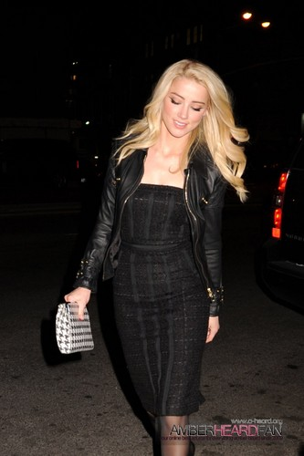 Arriving at the Guess por Marciano Summer 2012 visualização in NYC (February 2nd)