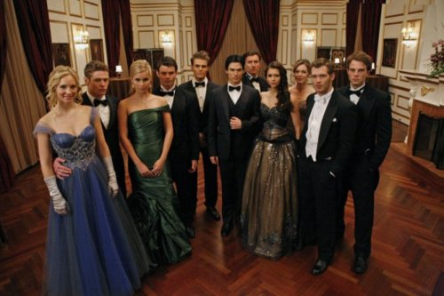 Ian Somerhalder and Nina Dobrev wallpaper containing a bridesmaid entitled Behind the scenes ♥