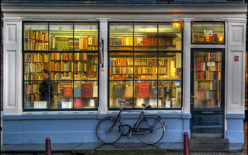boeken to Read achtergrond containing a bookshop entitled BooooKs!