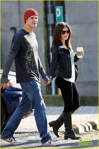 Chris Zylka & Lucy Hale: Holding Hands in Vancouver!