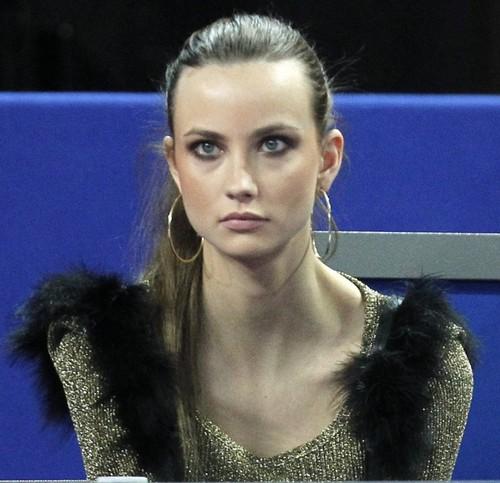 Ester Satorova showed her giant ears !!!