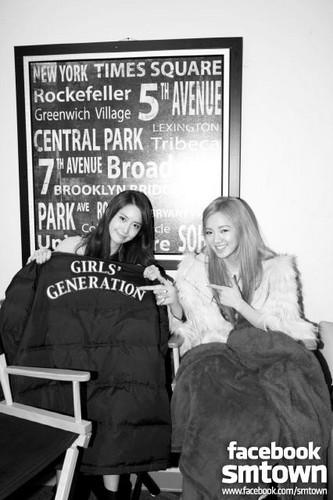 Hyoyeon &Yoona @ Girls' Generation's signing event @ BEST BUY in NY