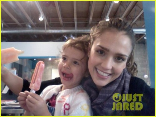 Jessica Alba: Sweet Treat Tuesday With Honor!