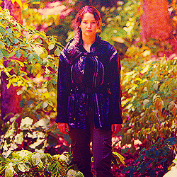 Katniss Everdeen wallpaper possibly containing a well dressed person, an outerwear, and a box coat entitled Katniss<3