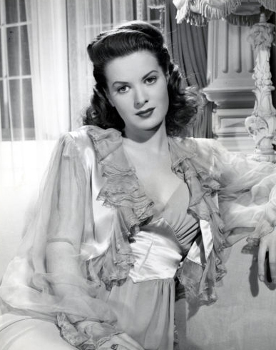 phim cổ điển hình nền probably with a bouquet titled Maureen O'hara