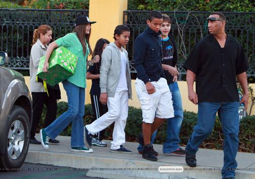 Michael Jackson's Kids and Jermaine Jackson's Kids walking