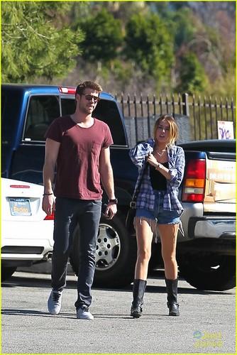 Miley Cyrus & Liam Hemsworth: Studio City Sweeties!